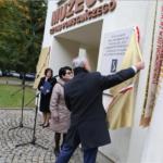 Dom Polski z pamiątkowymi tablicami