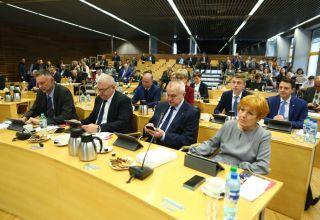 Expose i sesja budżetowa