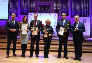 Prymusi i pedagodzy z nagrodami marszałka